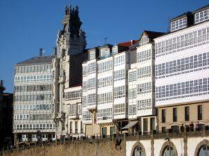 las-caracterc3adsticas-galerias-del-puerto-de-a-coruc3b1a-le-han-otorgado-el-sobrenombre-de-ciudad-de-cristal